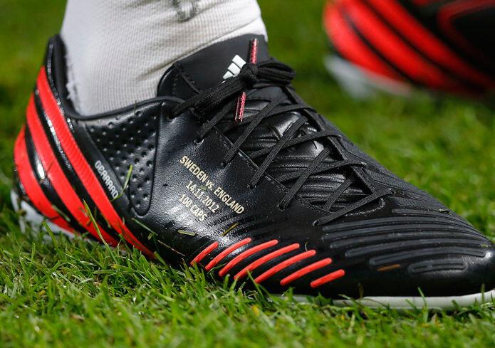 Gerrard celebra su partido 100 con botas nuevas