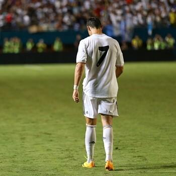 0206f17f0859b Cristiano Ronaldo le cederá el número 7 a Raúl cuando éste salga al campo  con la camiseta del Real Madrid en el Trofeo Santiago Bernabéu.