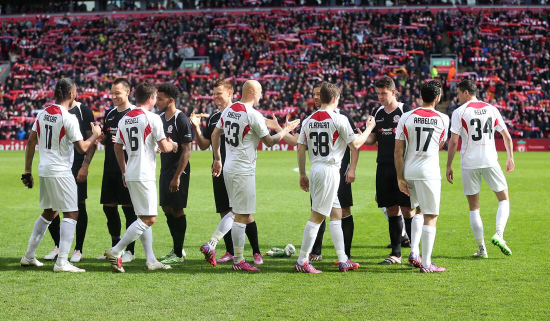 Las entrañables imágenes del Charity Match en Liverpool