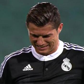 Cristiano Ronaldo se retiró cojeando y con mucho dolor