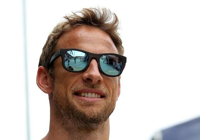 Button bromea con la posibilidad de estrellarse contra Rosberg