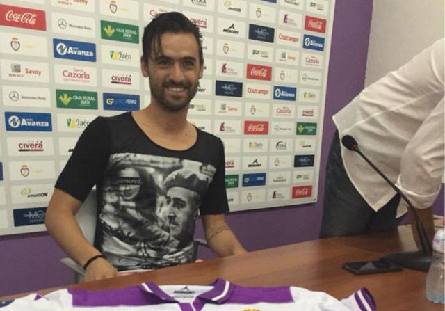 Nuno Silva se presenta en el Jaén con una camiseta de Franco