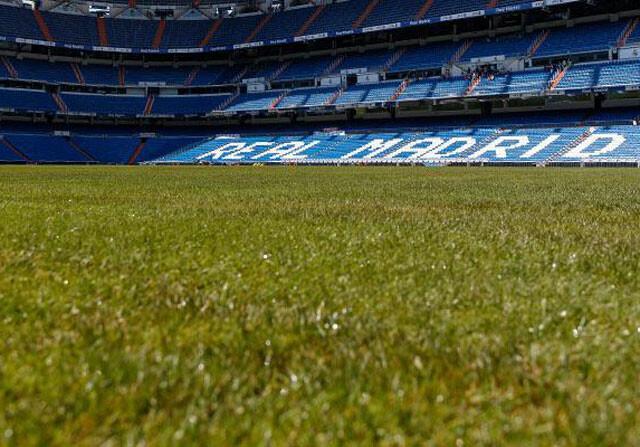 El Bernabéu estrena césped híbrido con base artificial