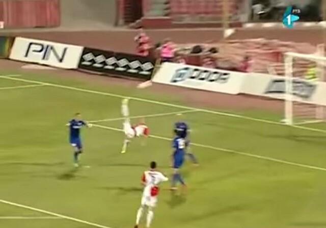 Ozegovic marca uno de los mejores goles de chilena de la historia