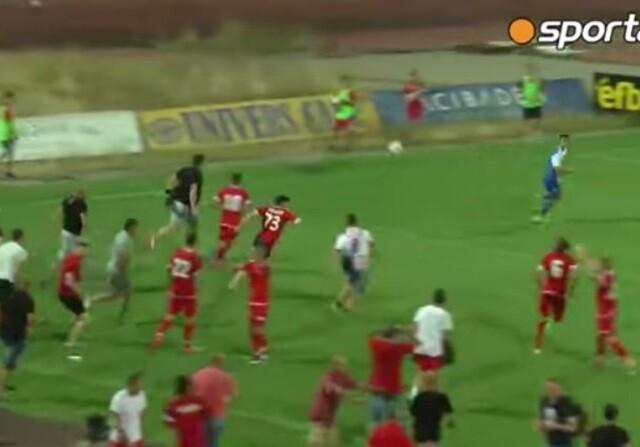 Invasión de campo en Sofía y huida de los jugadores del Ashdod