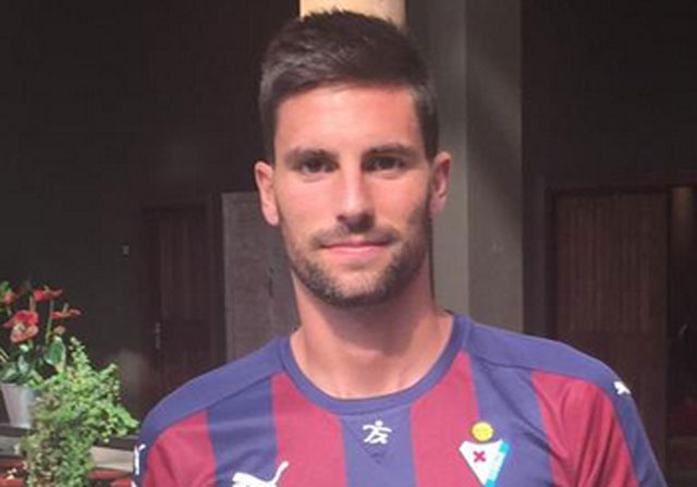 Adrián González cambia el Elche por el Eibar