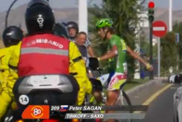 Stuyven vence la etapa y Sagan se lía a patadas con su bici
