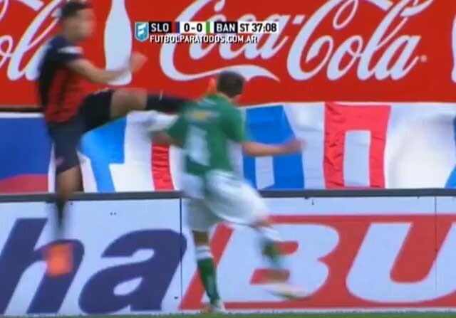 Brutal planchazo en la liga argentina