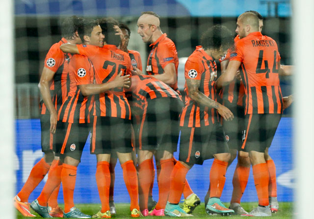 El Shakhtar festeja su gol en Viena