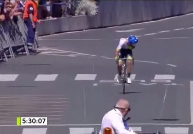 Adam Yates gana la Clásica San Sebastián... sin darse cuenta