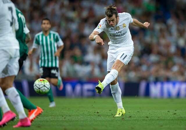 Gareth Bale disparando a puerta