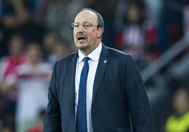 Rafa Benitez dirige al real madrid durante un partido de liga
