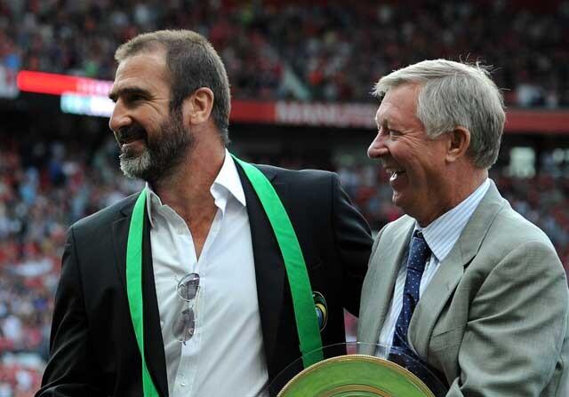 Cantona y Ferguson recibiendo un premio en Old Trafford