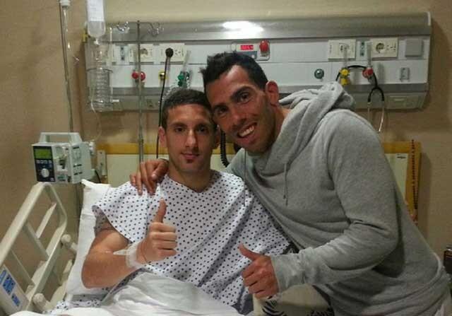 Carlos Tévez visita al jugador que lesionó