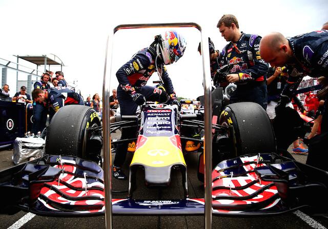 Red Bull liga su futuro a Ferrari