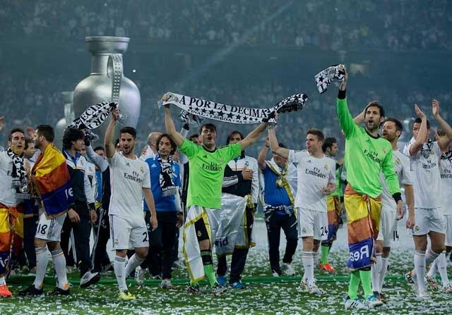 Real Madrid celebrando la Décima