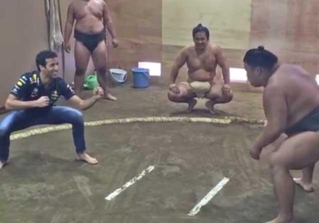 Daniel Ricciardo en un combate de Sumo