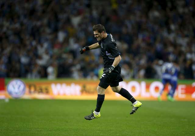 Iker Casillas celebra un gol el Oporto