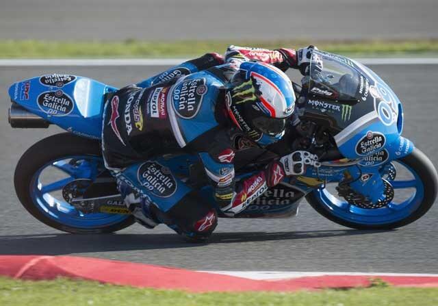 Jorge Navarro sufre una caída en moto3