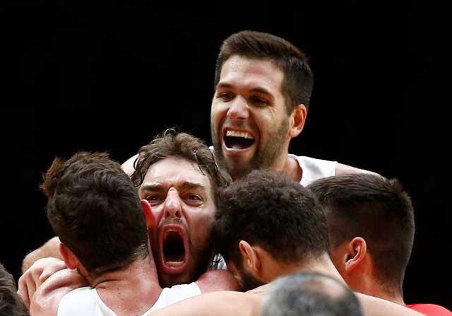 Pau Gasol celebrando el triunfo de España