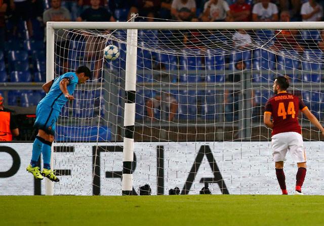Jugada del partido de champions Roma y Barcelona