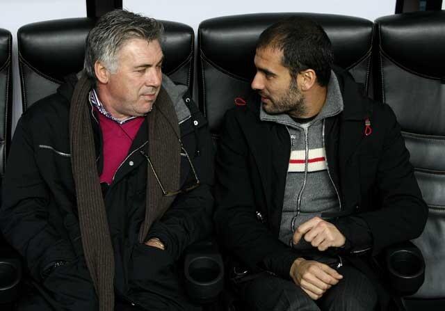 Ancelotti y Guardiola hablando en un banquillo