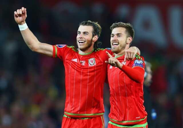 Bale y Ramsey con Gales