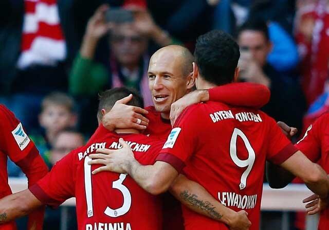 Robben celebrando con sus compañeros