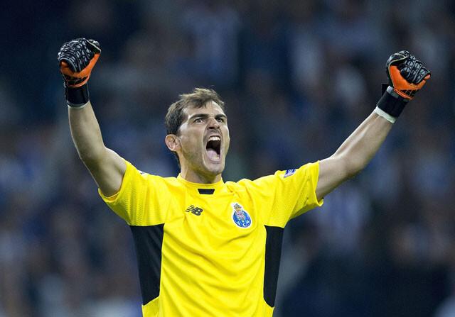 Iker Casillas celebra un gol del Oporto