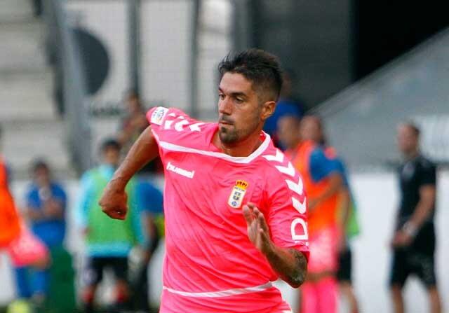 Dani Bautista jugando con el Oviedo