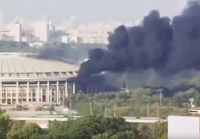 El estadio de Luznhiki envuelto en llamas