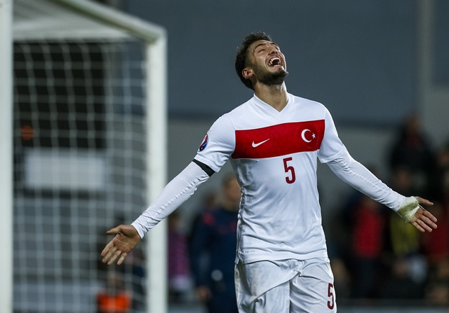 Hakan Calhanoglu, objetivo del Manchester United