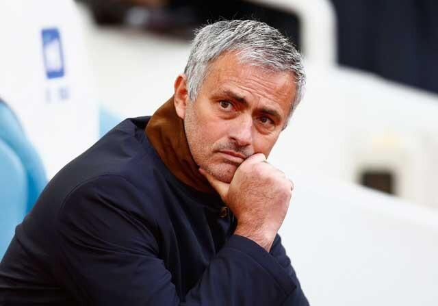 José Mourinho en el banquillo