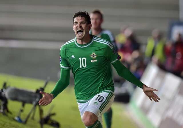 Kyle Lafferty celebrando un gol con Irlanda del Norte