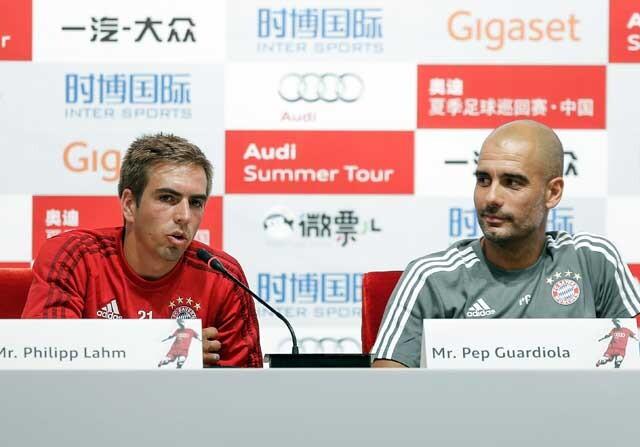 Lahm y Guardiola en rueda de prensa