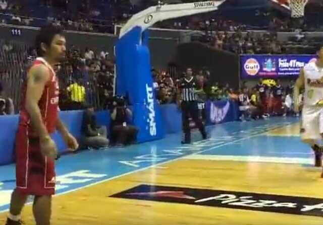 Manny Pacquiao, en un partido de baloncesto