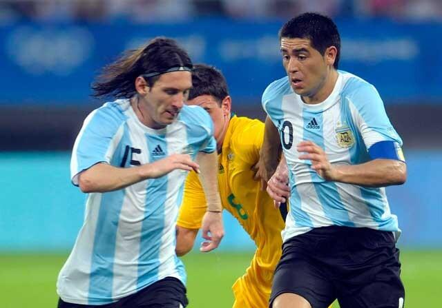 Lionel Messi, junto a Juan Román Riquelme