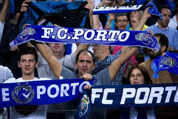 Aficionados del Oporto animando a su equipo