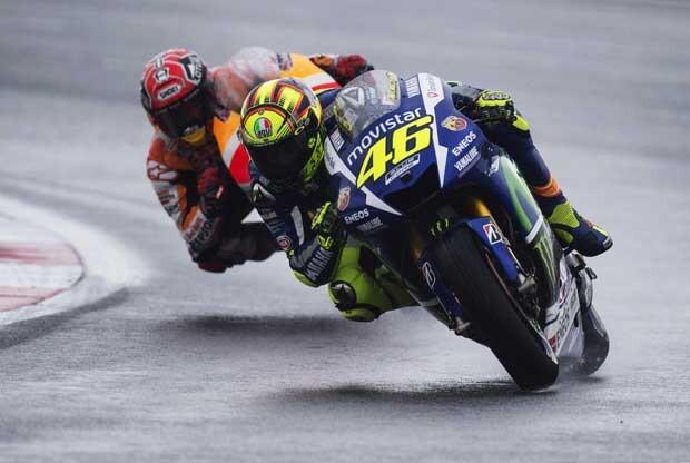 Rossi y Márquez corriendo