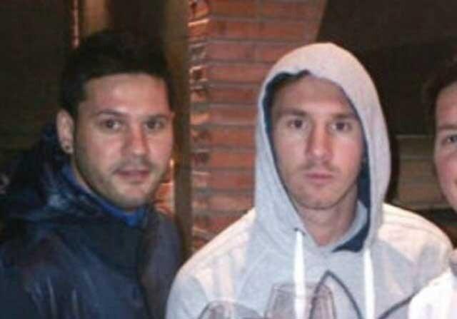 Hermano de Messi posa junto a él en una foto