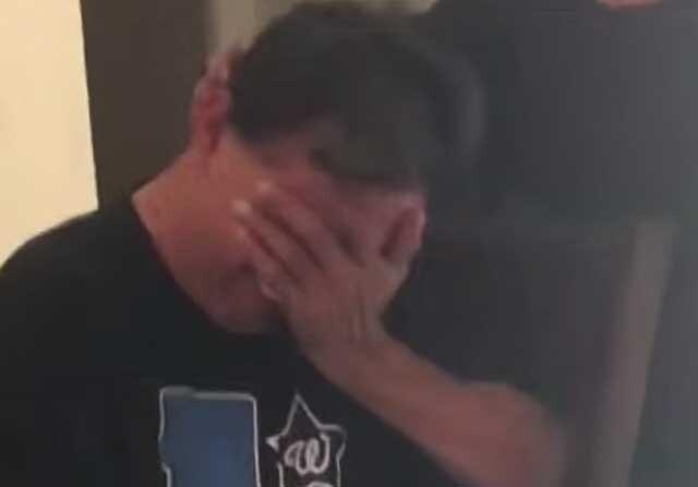 Las lágrimas de un padre al regalarle entradas para el fútbol
