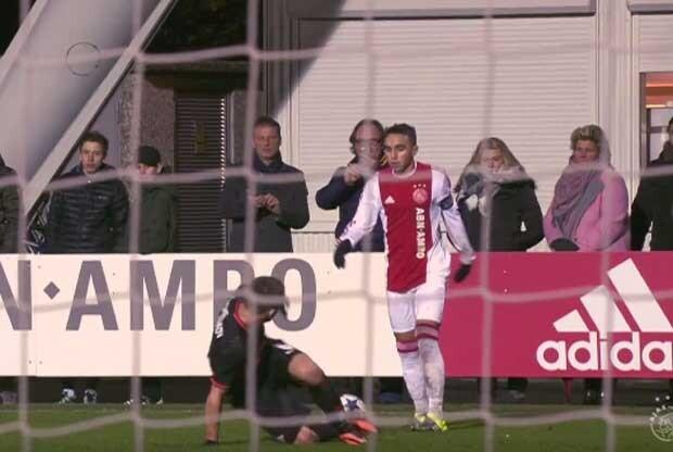 La humillación de un juvenil del Ajax a un rival
