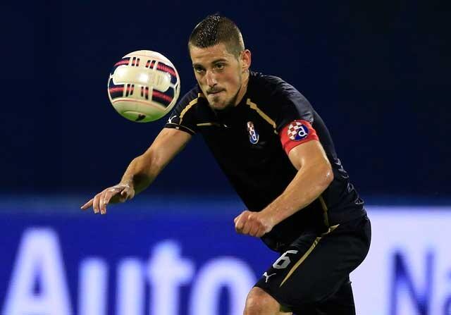 Arijan Ademi jugando con el Dinamo Zagreb