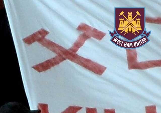 Bandera del West Ham con el símbolo de los martillos