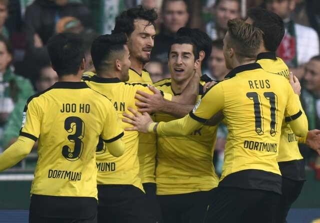Los futbolistas del Borussia Dortmund celebran un gol