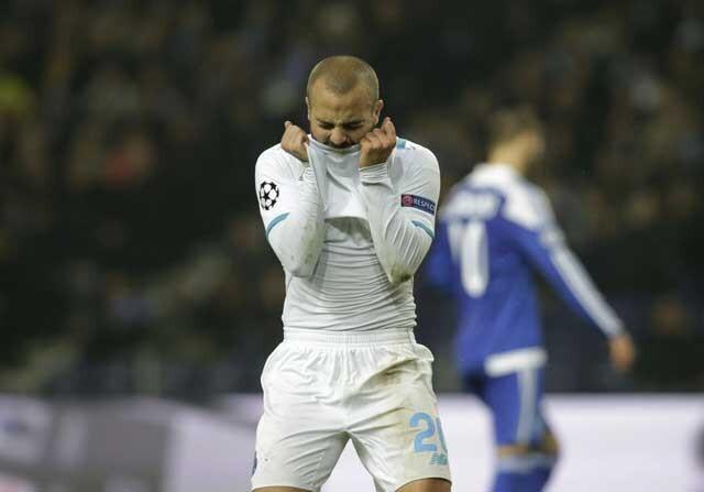 Jugador del Dinamo de Kiev lamentandose