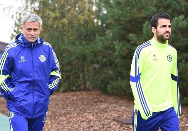 Cesc Fábregas y José Mourinho antes de entrenar con el Chelsea