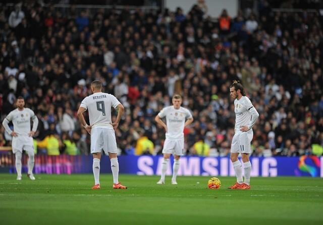 El Real Madrid saca de centro