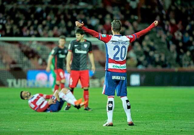 Ruben Pérez jugando con el Granada