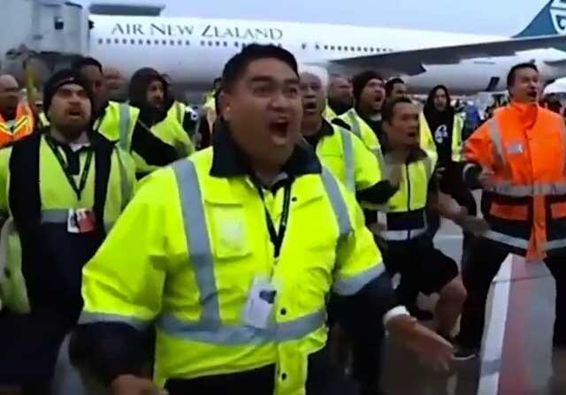 La haka de los operarios de Air New Zealand